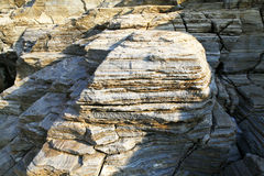 Ajardine con agua y las rocas en la isla de Thassos, Grecia, al lado de la piscina natural llamada Giola Fotos de archivo libres de regalías