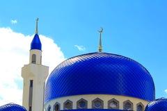 Ajardine con el templo del Islam de la Rusia del sur imagen de archivo libre de regalías