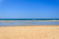 Ajardine da costa atlântica de uma ilha francesa Fotos de Stock