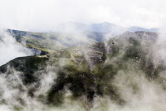 Ajardine das montanhas de Bucegi, parte de Carpathians do sul Fotografia de Stock
