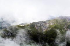 Ajardine das montanhas de Bucegi, parte de Carpathians do sul Imagem de Stock