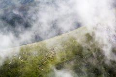 Ajardine das montanhas de Bucegi, parte de Carpathians do sul Imagem de Stock Royalty Free