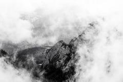 Ajardine das montanhas de Bucegi, parte de Carpathians do sul Fotos de Stock Royalty Free