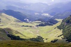 Ajardine das montanhas de Bucegi, parte de Carpathians do sul em Romênia Imagem de Stock Royalty Free
