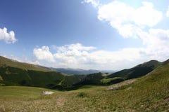 Ajardine das montanhas de Bucegi, parte de Carpathians do sul - Romênia Foto de Stock Royalty Free