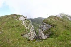 Ajardine das montanhas de Bucegi, parte de Carpathians do sul - Romênia Imagem de Stock Royalty Free
