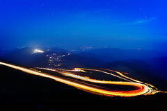 Ajardine das montanhas rochosas de Fagaras em Romênia na noite Imagem de Stock Royalty Free