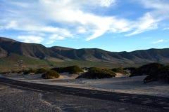 Ajardine de Caleta de Famara, montanha do EL Risco em Lanzarote Ilhas Canárias spain Fotografia de Stock