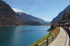 Ajardine de Suíça a Tirano pelo trem expresso de Bernina Imagens de Stock
