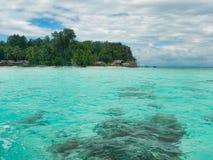 Ajardine do mar de uma baía bonita no archipel do ampat do rajá Foto de Stock Royalty Free