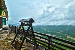Ajardine do monastério do aviso na montanha Mangup Imagem de Stock Royalty Free