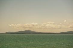 Ajardine el embarcadero en el mar Imagen de archivo