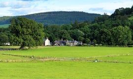Ajardine em Gales com a vila de Talybont no vale Fotografia de Stock Royalty Free