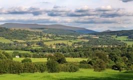 Ajardine em Gales com a vila de Talybont no vale Fotografia de Stock