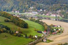 Ajardine em saxony com Elbe River Imagens de Stock Royalty Free