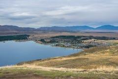 Ajardine em torno da montagem John Observatory perto do lago Tekapo, Nova Zelândia Foto de Stock