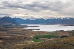 Ajardine em torno da montagem John Observatory perto do lago Tekapo, Nova Zelândia Imagens de Stock Royalty Free