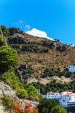 Ajardine em torno da vila branca Casares Malaga em montanhas andaluzas, Espanha Imagem de Stock Royalty Free