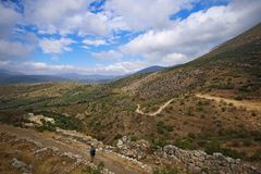 Ajardine em torno de Mycenae e de ruínas da cidade Fotografia de Stock