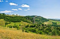 Ajardine em torno do desfiladeiro de Uvac do rio na manhã ensolarada do verão Imagens de Stock