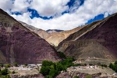 Ajardine em torno do distrito de Leh em Ladakh, Índia Fotografia de Stock Royalty Free