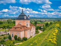 Ajardine em Ucrânia ocidental com uma vista do Foto de Stock