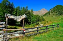 ajardine en los senales val, el Tyrol del sur Italia Imágenes de archivo libres de regalías