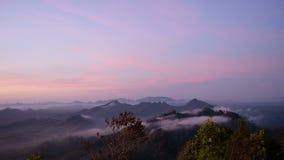 Ajardine en madrugada de la opinión de alto ángulo en Wangpamek metrajes