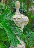 Ajardine a escultura no jardim, Sintra, Portugal Imagem de Stock