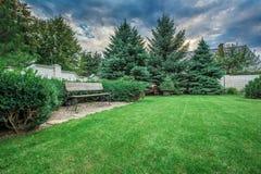 Ajardine formal, jardim da frente é jardim belamente projetado Foto de Stock