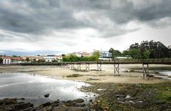 Ajardine a foto da ponte velha na ilha de Santa Cruz, Oleiros, Ria Fotografia de Stock