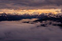 Ajardine a ideia da cordilheira no nascer do sol, montagem Fairview, Canadá Fotos de Stock Royalty Free