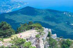 Ajardine a ideia do litoral do sul de Crimeia da montanha de Ai-Petri Imagens de Stock Royalty Free
