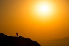 Ajardine a ideia do nascer do sol colorido bonito acima do oceano Imagem de Stock