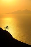 Ajardine a ideia do nascer do sol colorido bonito acima do oceano isl Imagem de Stock Royalty Free