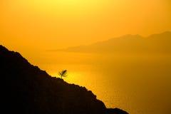Ajardine a ideia do nascer do sol colorido bonito acima do oceano isl Fotografia de Stock