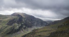 Ajardine a ideia do pico de Glyder Fawr em Snowdonia de incompletamente acima Imagem de Stock Royalty Free