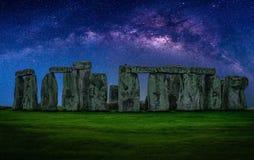 Ajardine a imagem da galáxia da Via Látea no céu noturno com estrelas sobre Imagem de Stock Royalty Free