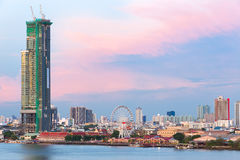 Ajardine a imagem do residencial e do distrito financeiro nos vagabundos Imagem de Stock Royalty Free