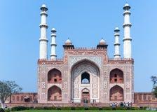 Ajardine a imagem dos seus quatro minaretes de Akbar do túmulo e na Índia Imagens de Stock