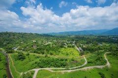 Ajardine la visión desde Khun Dan Prakarn Chon Dam en Nakhon Nayok, T Foto de archivo