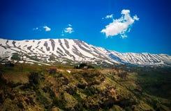 Ajardine la visión a las montañas y al valle santo de Kadisha Valley aka, Líbano Foto de archivo