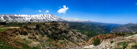 Ajardine la visión a las montañas y al valle santo de Kadisha Valley aka, Líbano Imagen de archivo