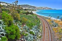 Ajardine la vista de la costa meridional de Calabria, Italia fotografía de archivo libre de regalías