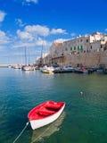 Ajardine la vista de Giovinazzo. Apulia. imagen de archivo