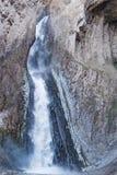 Ajardine a montanha de Cáucaso do panorama com a cachoeira dos montes do outono Imagens de Stock Royalty Free