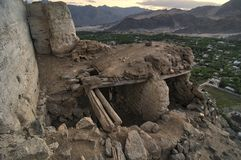 Ajardine montanhas com luz solar antes do por do sol no ladakh de Leh foto de stock