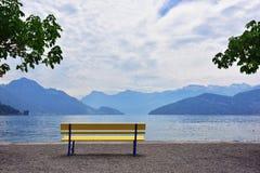Ajardine na cidade próxima da região de Luzern do lago de Vitznau Fotos de Stock Royalty Free