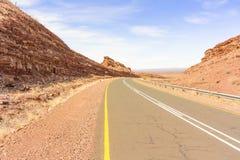 Ajardine na estrada perto de Seeheim em Namíbia Imagens de Stock Royalty Free
