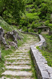 Ajardine na vila de Syrrako, Epirus, Grécia Imagem de Stock